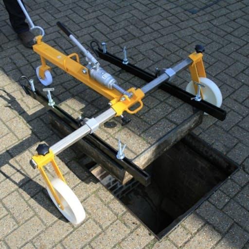 Manhole Cover Lifter - Hydraulic